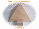 Pyramide en  bois avec chambre du roi